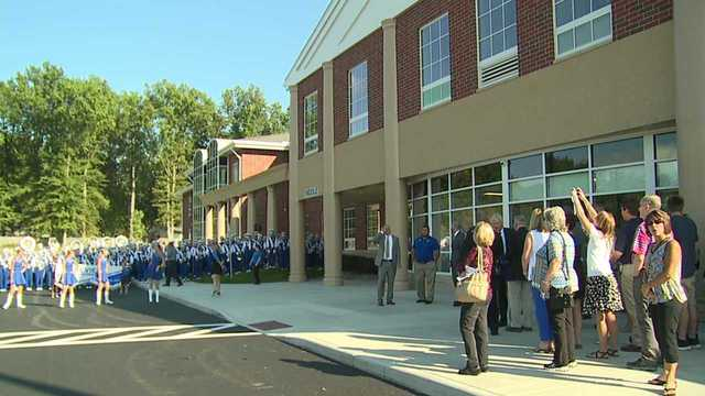 Lakeview Schools celebrate new K through 8 building